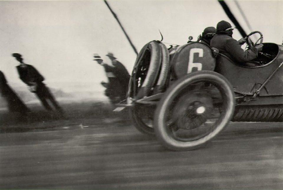 Fotografía, el vehículo deformado de Jacques-Henri Lartigue