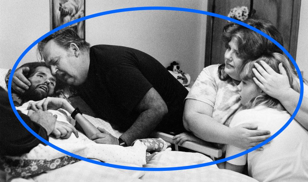 Fotografía de Therese Frare, David Kirby en el lecho de muerte, detalle encuadre y unidad