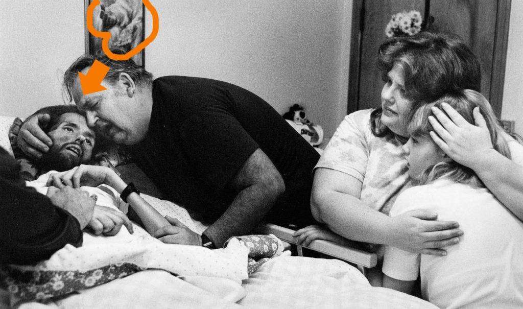 Fotografía de Therese Frare, David Kirby en el lecho de muerte, detalle cuadro superior