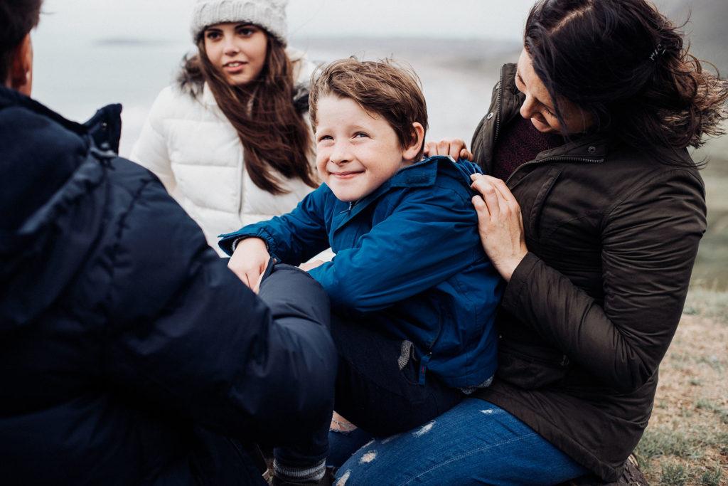 Foto familia, retrato al exterior con luz difusa